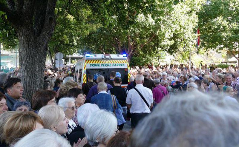 Mnoštvo vjernika Splitsko-makarske nadbiskupije ispratilo relikviju tijela sv. Leopolda