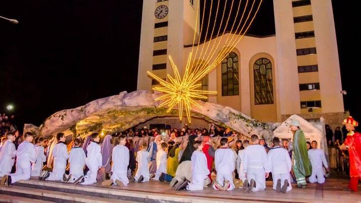 Mali Betlehem ispred župne crkve u Međugorju nestrpljivo čeka živo uprizorenje