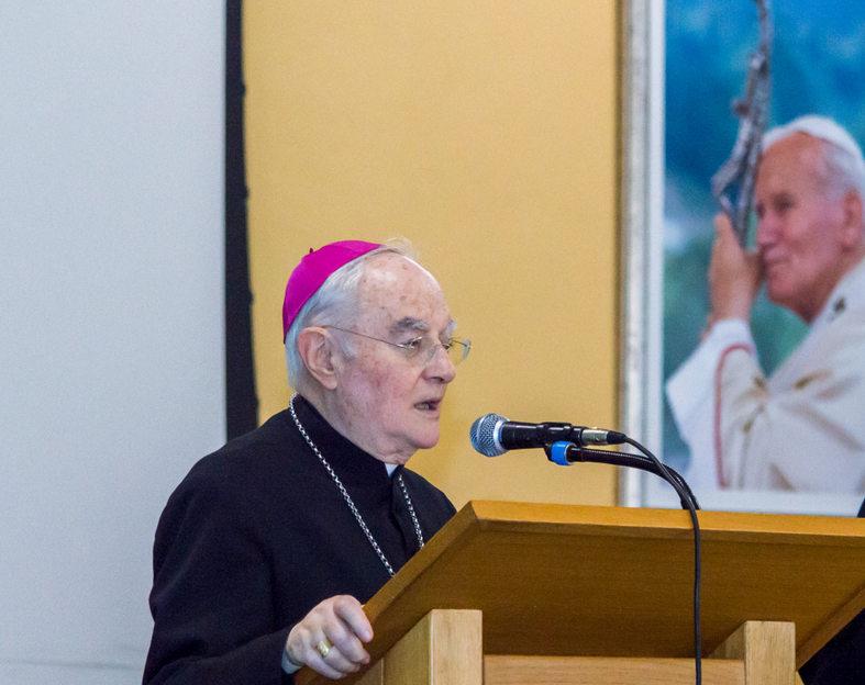 Mons Hoser na duhovnoj obnovi trećarima: Bog progovara u tišini