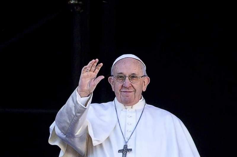NE BOJ SE MALO STADO Papa stigao u Makedoniju