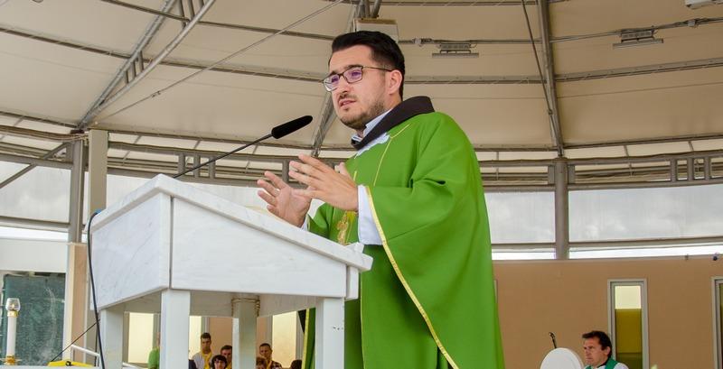 PITAJTE SVEĆENIKA Fra Goran Azinović govori o molitvi u svakodnevnim obavezama