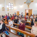 Vjernici na misi na blagdan sv. Faustine Kowalske